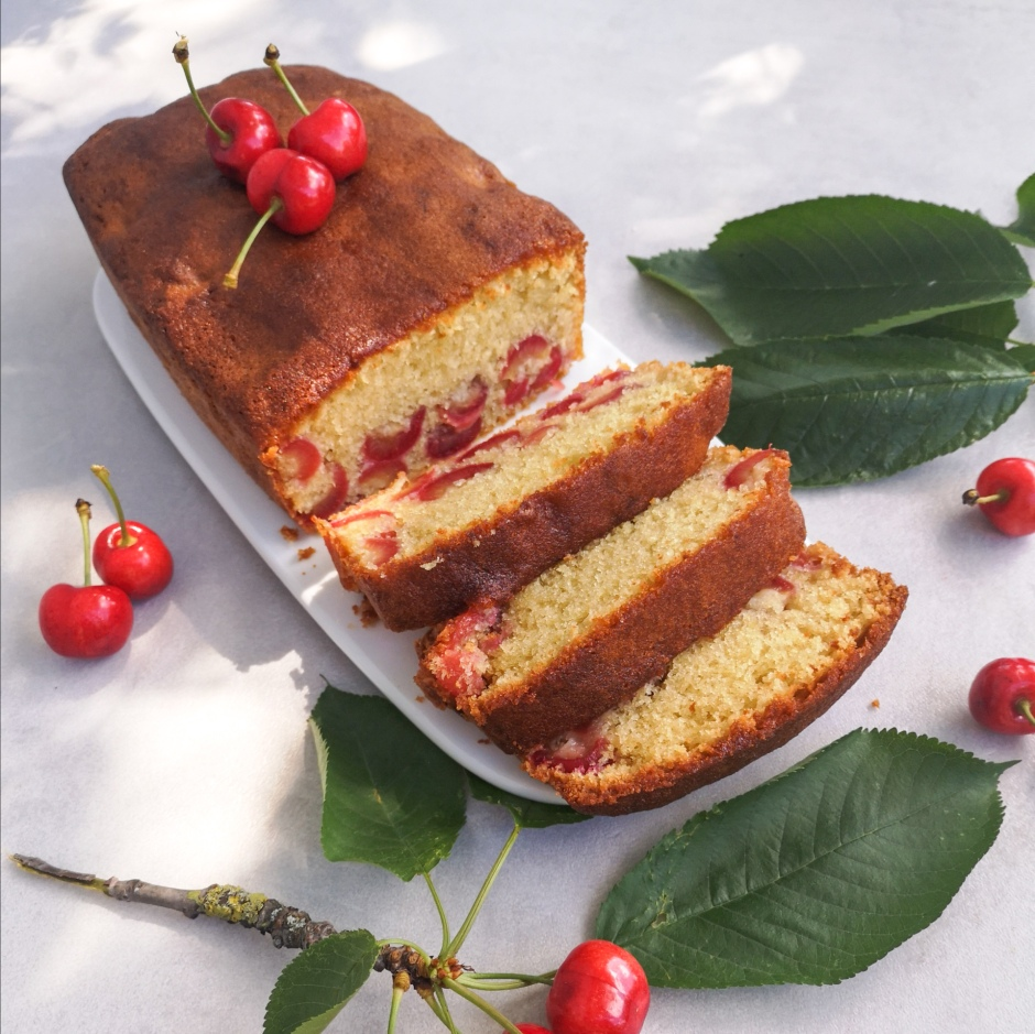 cake aux cerises et à l'amaretto
